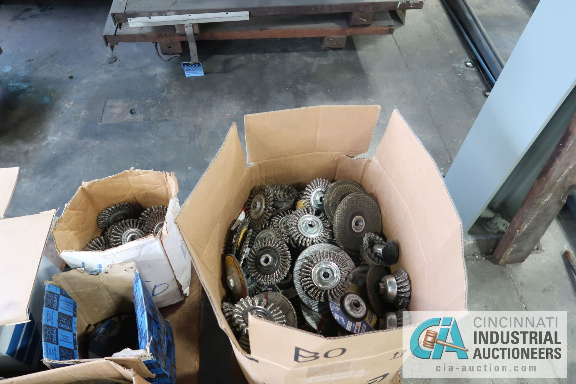 """SKID MISCELLANEOUS NEW AND USED 9"""" AND 6"""" ABRASIVE GRINDING WHEELS WITH 4"""" WIRE WHEELS - Image 3 of 5"""