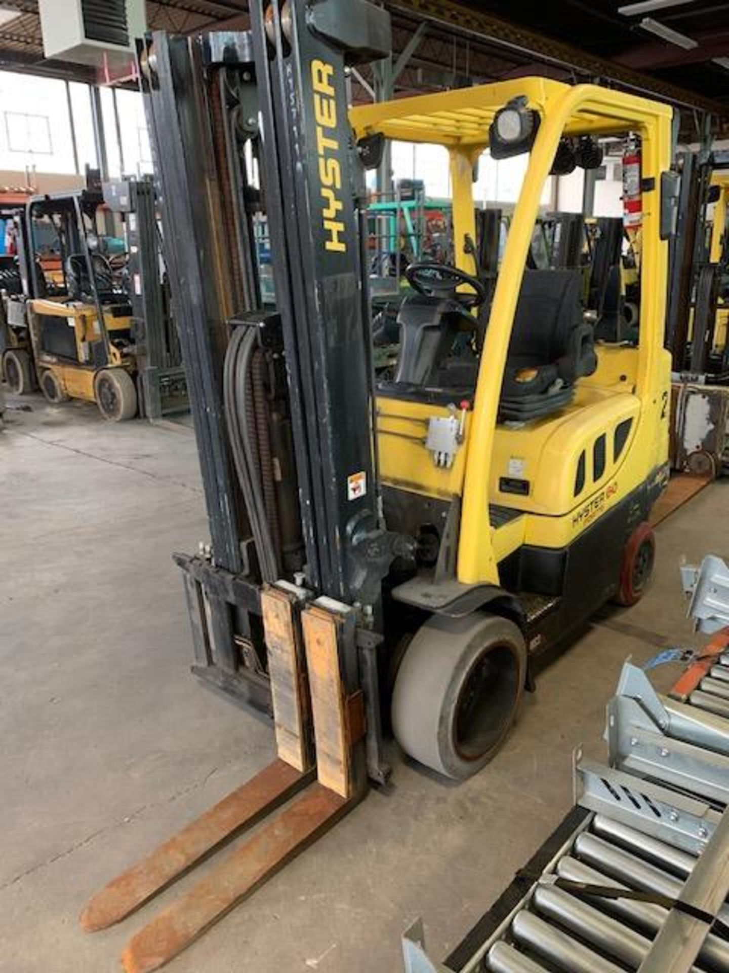5,000 LB. HYSTER MODEL S50FT LP GAS CUSHION TIRE LIFT TRUCK; S/N F187V25799M - Image 5 of 10