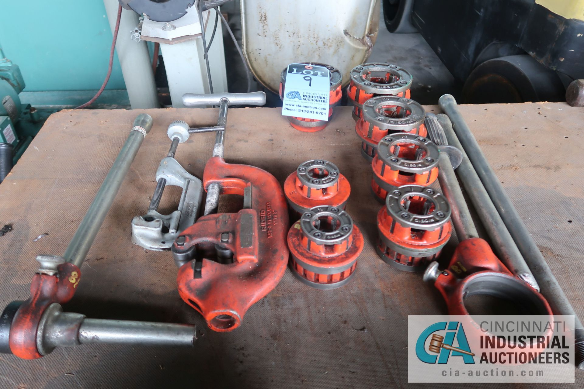 """(LOT) RIDGID MANUAL PIPE THREADING TOOLS WITH (7) 2""""-1/2"""", PIEP CUTTERS AND THREADING DIE HANDLES"""