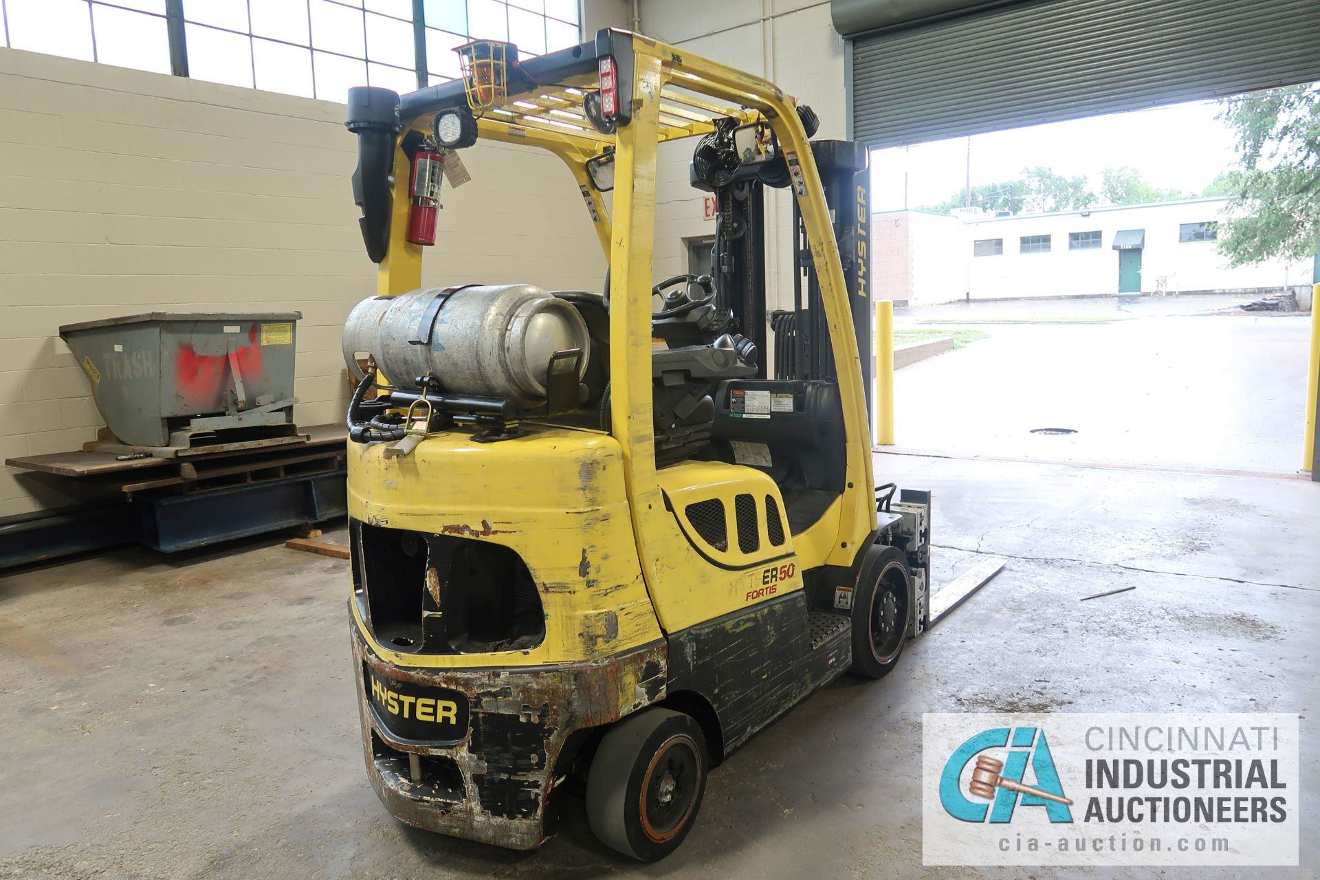 5,000 LB. HYSTER MODEL S50FT LP GAS CUSHION TIRE THREE-STAGE MAST LIFT TRUCK; S/N G187V01914M, - Image 4 of 11