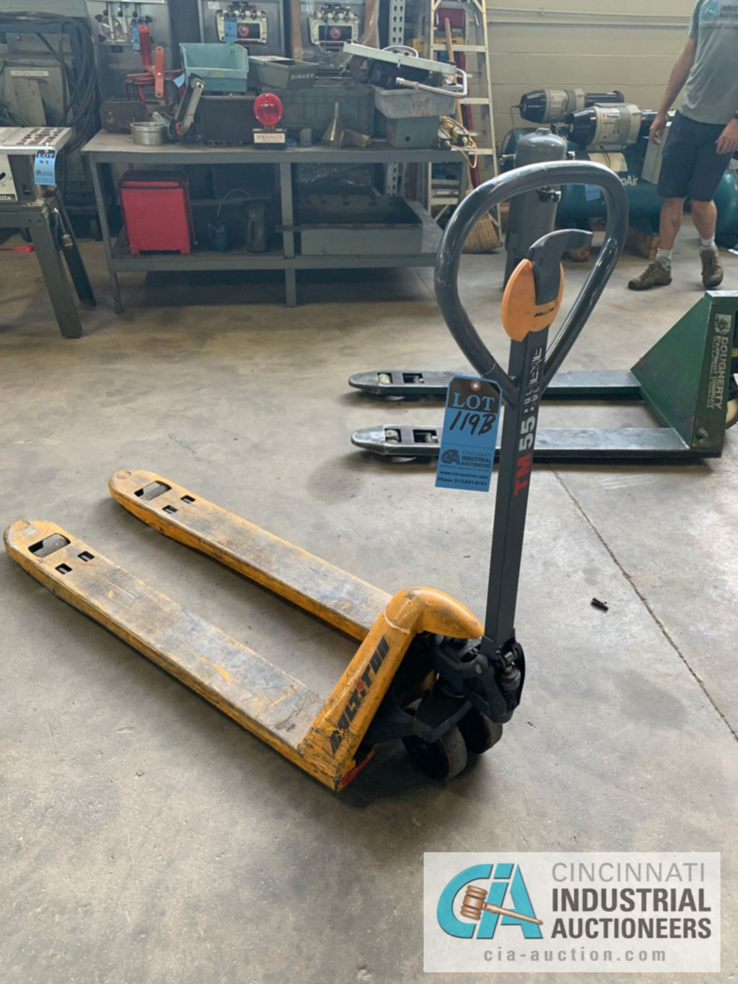 MULTITON NARROW FORK HYDRAULIC PALLET TRUCK