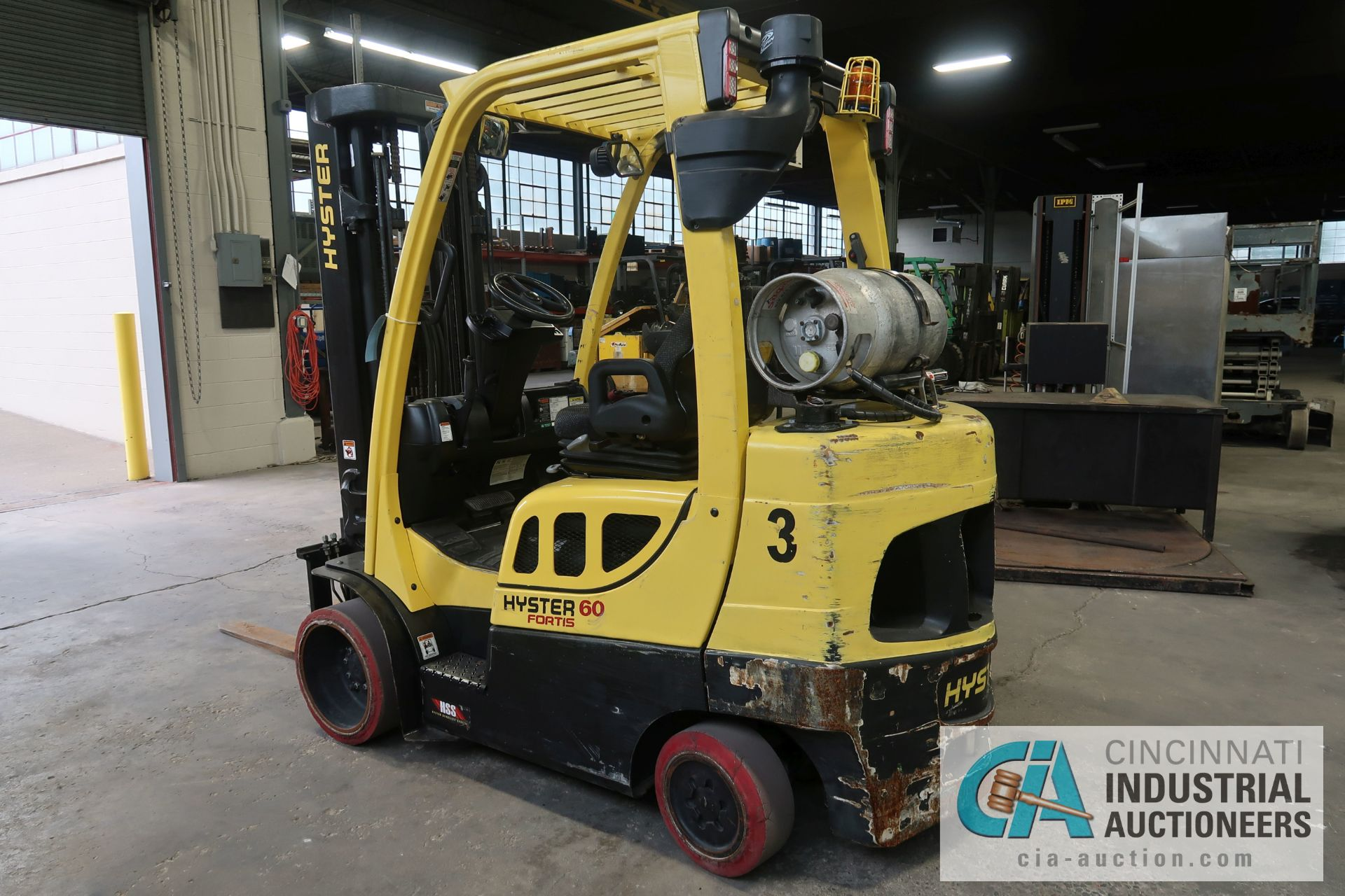 6,000 LB. HYSTER MODEL S60FT LP GAS CUSHION TIRE THREE STAGE MAST LIFT TRUCK; S/N F187V25801M, - Image 4 of 8