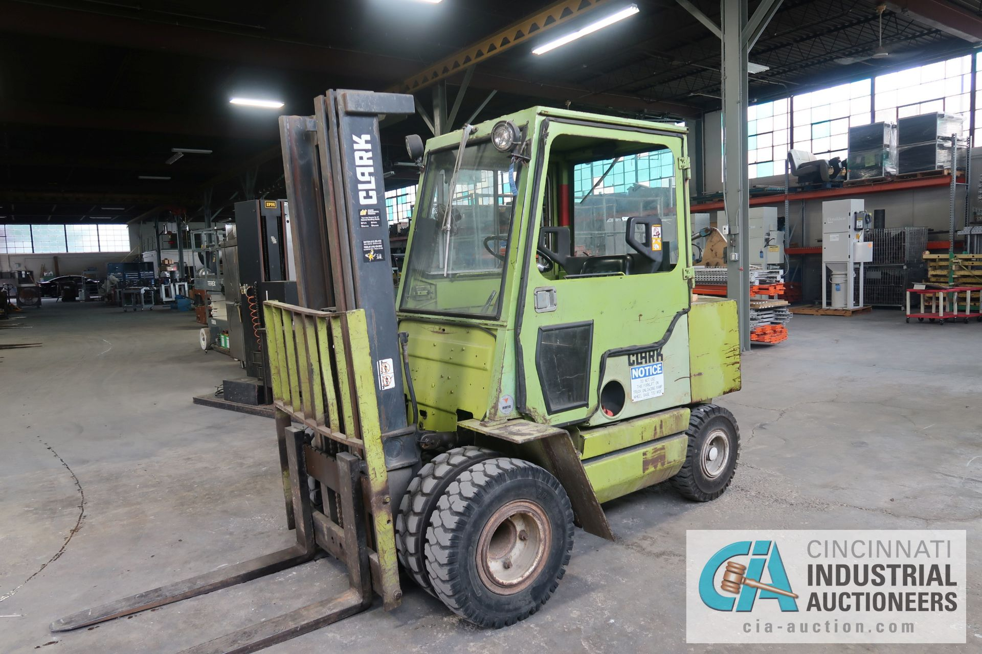 6,000 LB. CLARK MODEL GPS30MB GAS POWERED PNEUMATIC RIBBED TIRES THREE STAGE MAST LIFT TRUCK; S/N - Image 2 of 9