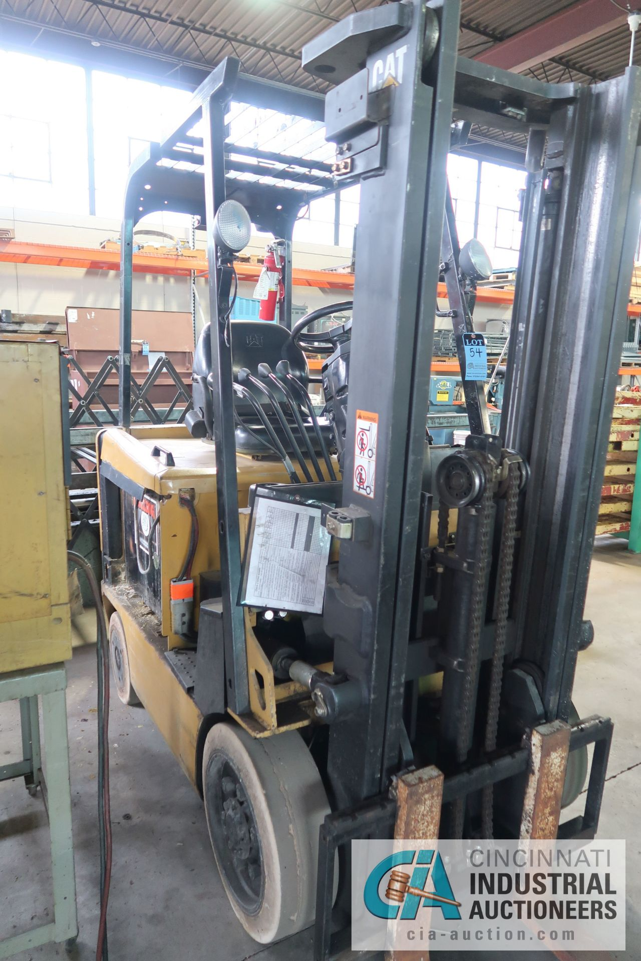 4,000 LB. CATERPILLAR MODEL EC20K 48 VOLT ELECTRIC CUSHION TIRE TWO-STAGE MAST LIFT TRUCK; S/N - Image 3 of 6