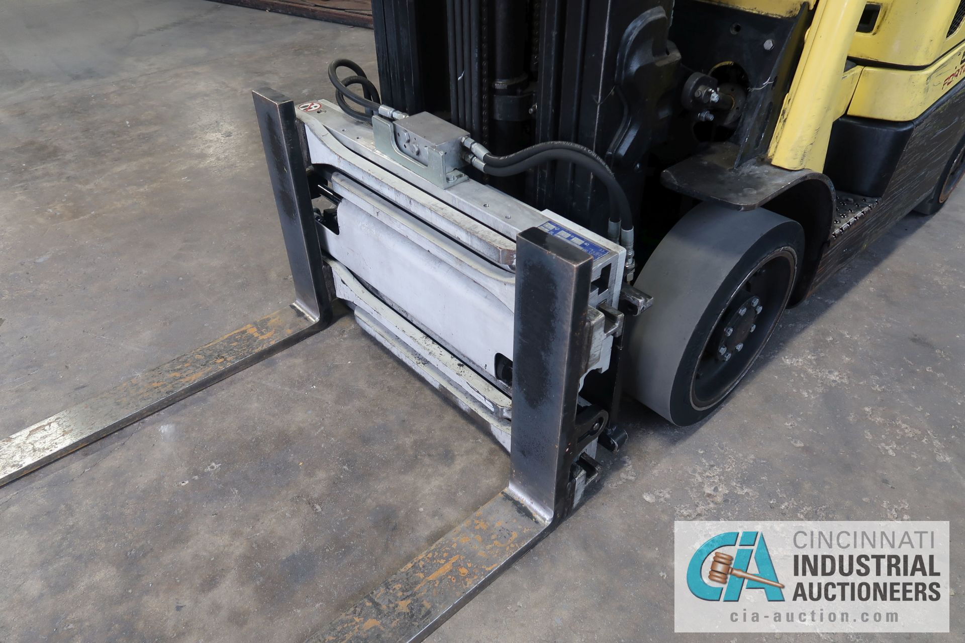 5,000 LB. HYSTER MODEL S50FT LP GAS CUSHION TIRE THREE-STAGE MAST LIFT TRUCK; S/N G187V01914M, - Image 6 of 11