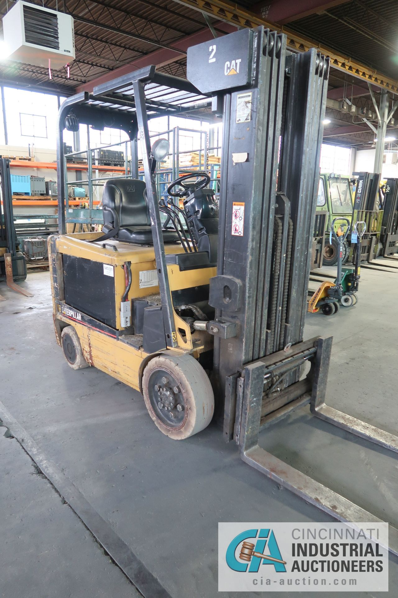 5,000 LB. CATERPILLAR MODEL EC25KE 36 VOLT ELECTRIC CUSHION TIRE FOUR STAGE MAST LIFT TRUCK; S/N - Image 5 of 9