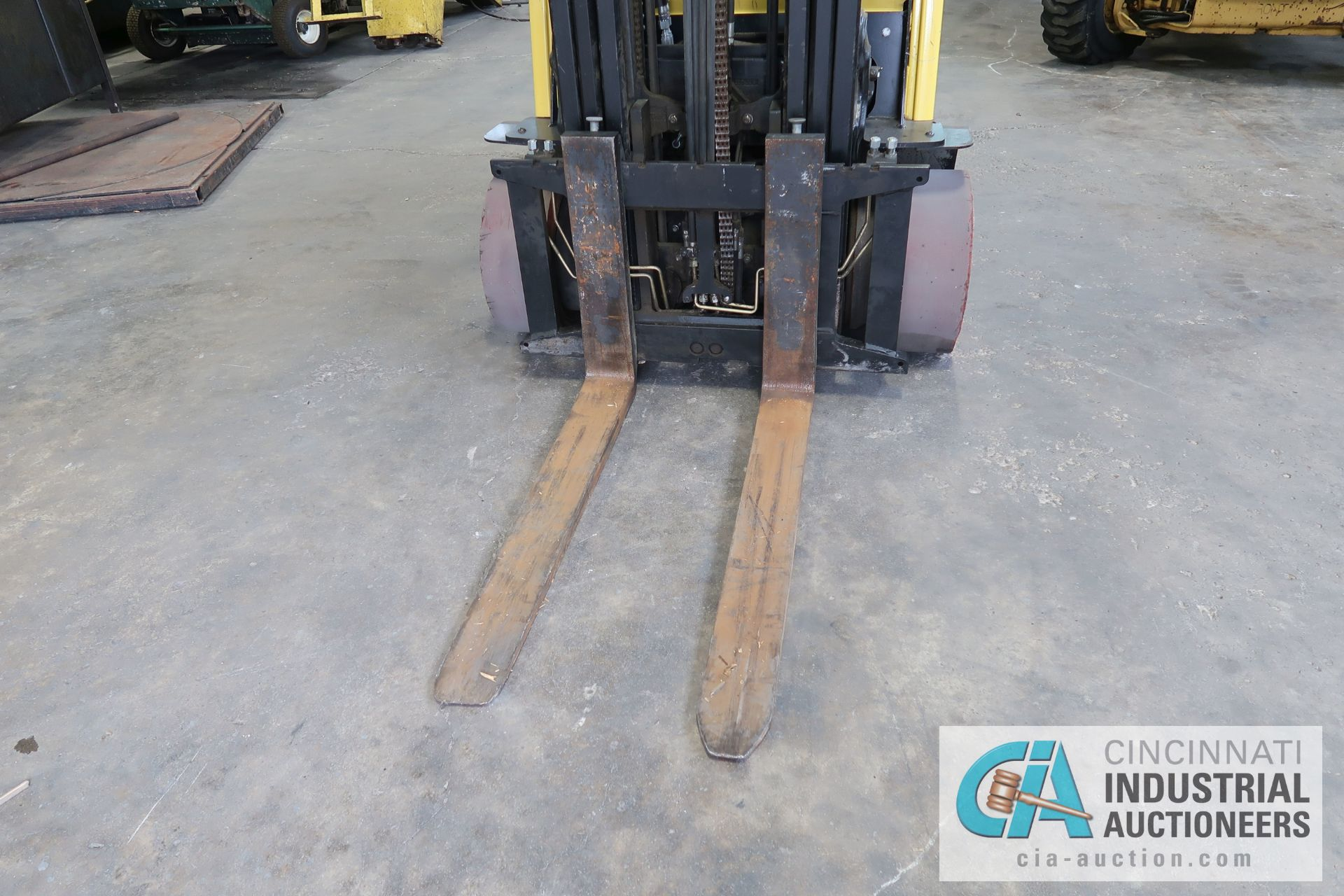 6,000 LB. HYSTER MODEL S60FT LP GAS CUSHION TIRE THREE STAGE MAST LIFT TRUCK; S/N F187V25801M, - Image 5 of 8
