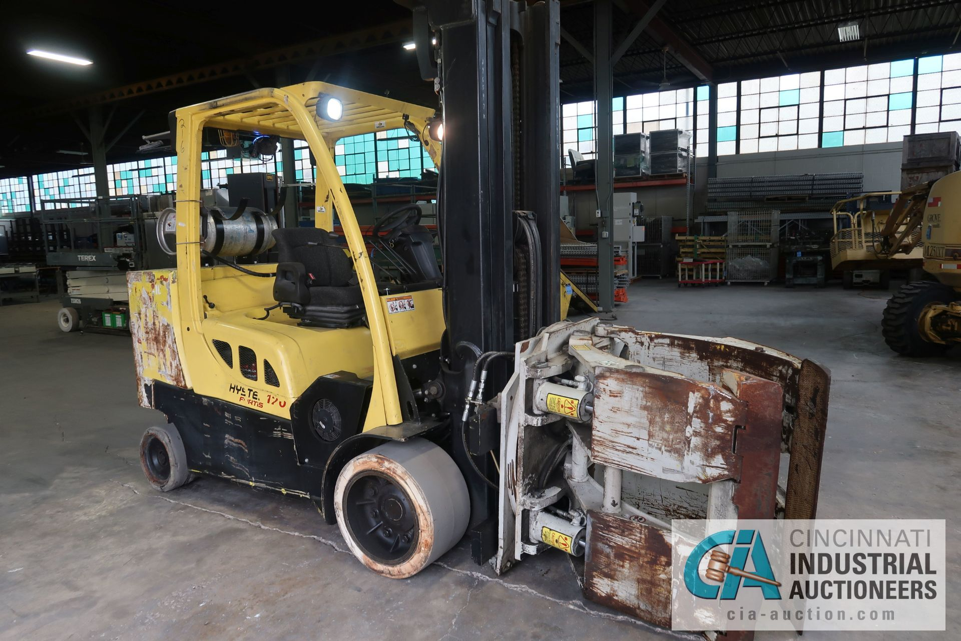12,000 LB. HYSTER MODEL S120FT-PRS LP GAS CUSION TIRE THREE-STAGE MAST LIFT TRUCK; S/N - Image 6 of 12