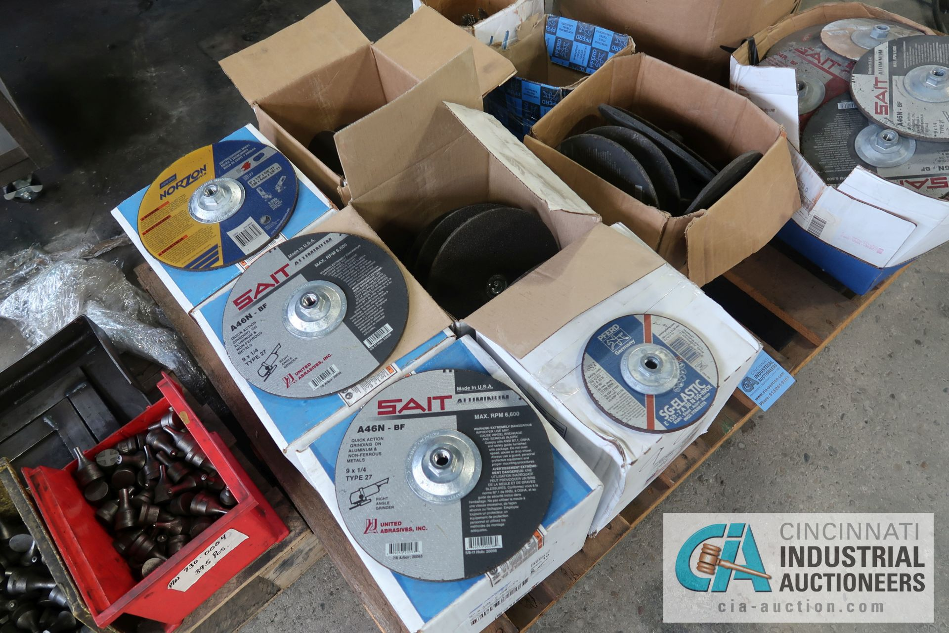 """SKID MISCELLANEOUS NEW AND USED 9"""" AND 6"""" ABRASIVE GRINDING WHEELS WITH 4"""" WIRE WHEELS - Image 5 of 5"""