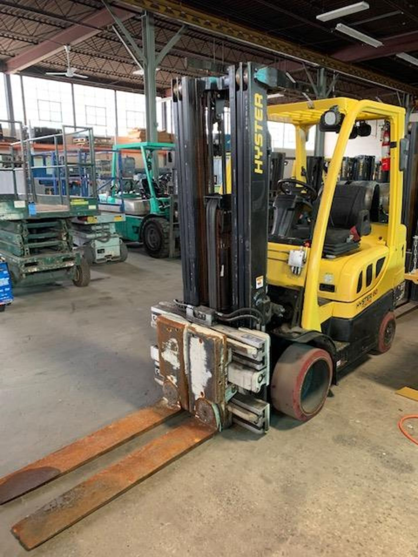 5,000 LB. HYSTER MODEL S50FT LP GAS CUSHION TIRE LIFT TRUCK; S/N F187V25800M - Image 5 of 12