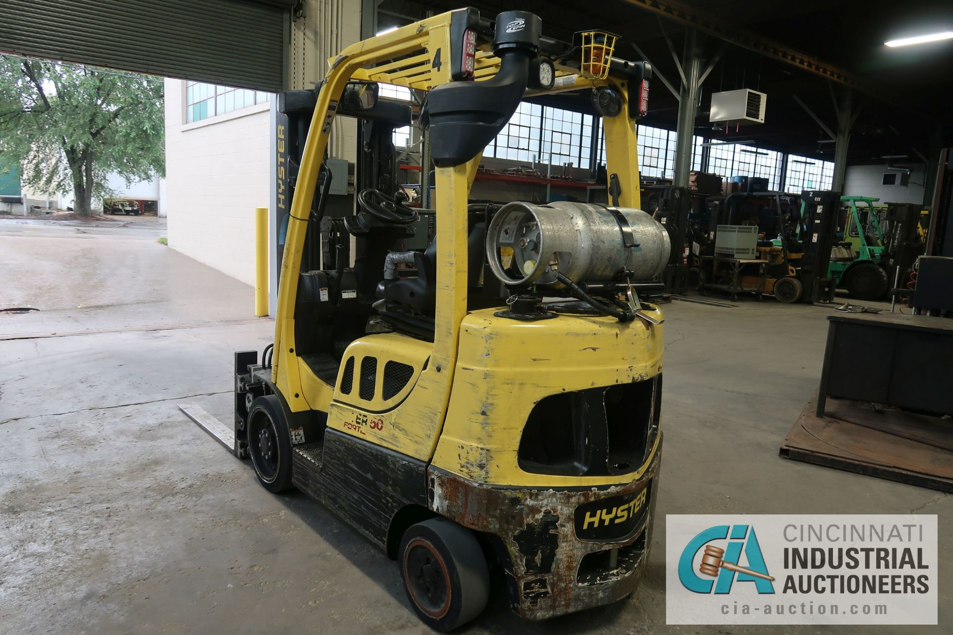 5,000 LB. HYSTER MODEL S50FT LP GAS CUSHION TIRE THREE-STAGE MAST LIFT TRUCK; S/N G187V01914M, - Image 5 of 11