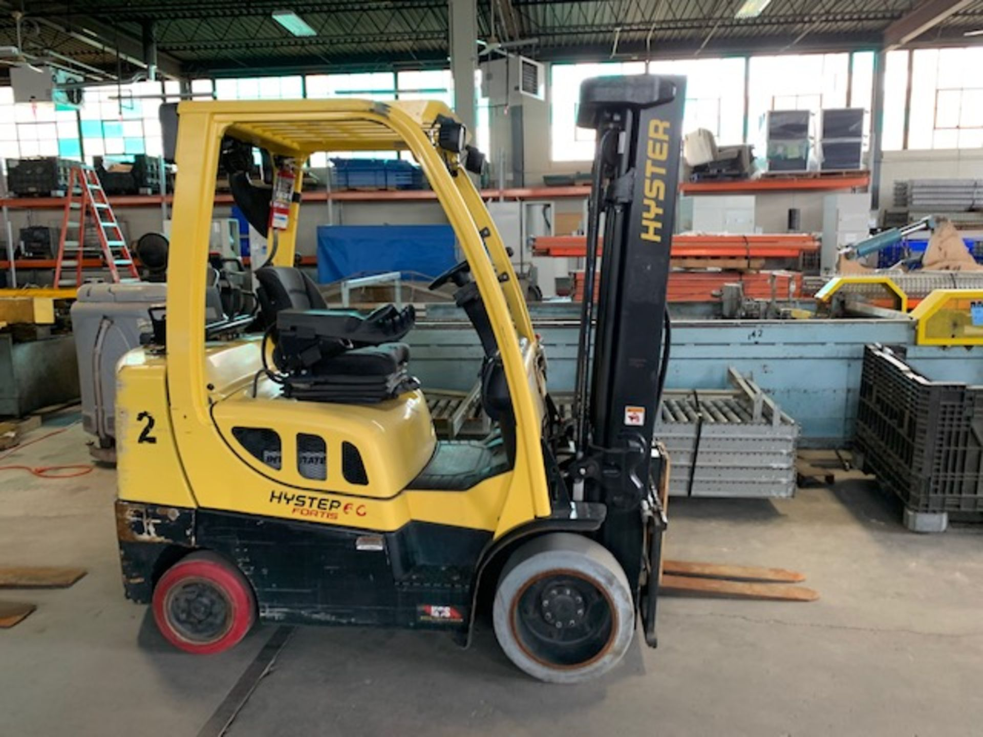 5,000 LB. HYSTER MODEL S50FT LP GAS CUSHION TIRE LIFT TRUCK; S/N F187V25799M - Image 2 of 10