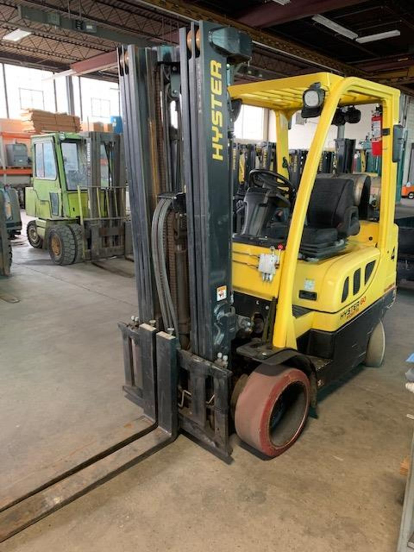5,000 LB. HYSTER MODEL S50FT LP GAS CUSHION TIRE LIFT TRUCK; S/N F187V25798M - Image 5 of 11