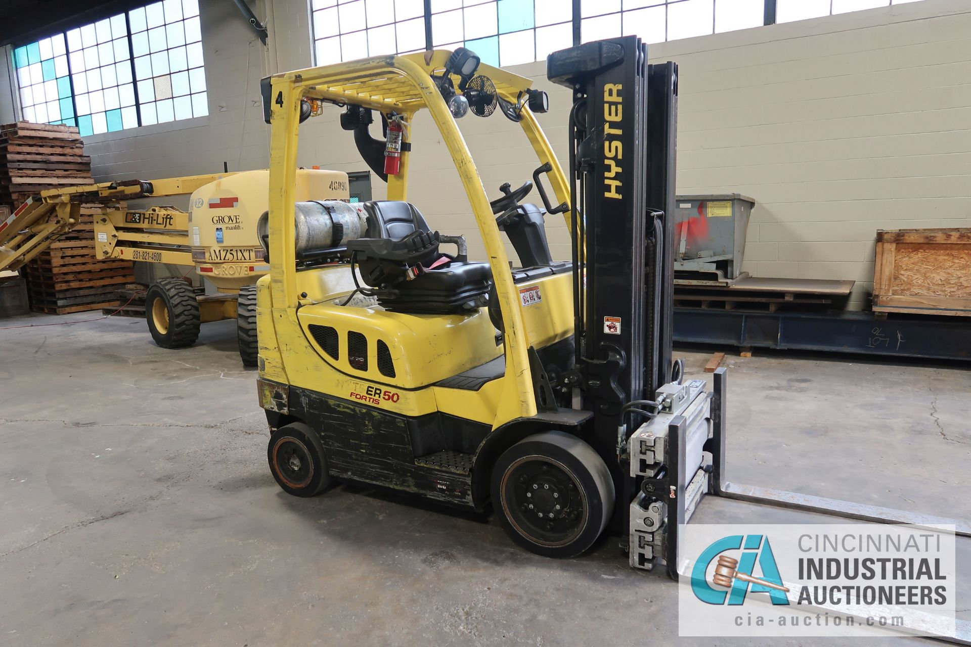 5,000 LB. HYSTER MODEL S50FT LP GAS CUSHION TIRE THREE-STAGE MAST LIFT TRUCK; S/N G187V01914M, - Image 3 of 11