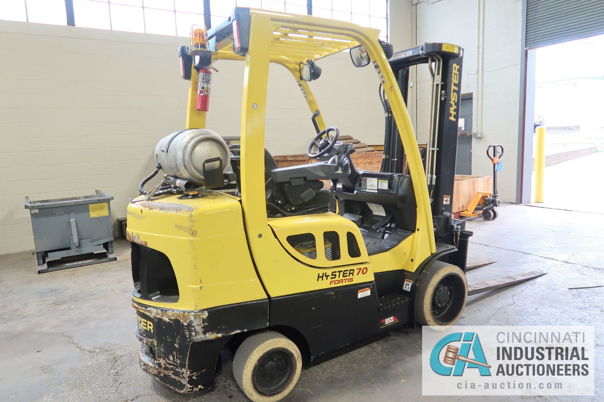 """7,000 LB. HYSTER MODEL S70FT LP GAS CUSHION TIRES TWO-STAGE MAST LIFT TRUCK; S/N H187V02305N, 122"""" - Image 3 of 8"""