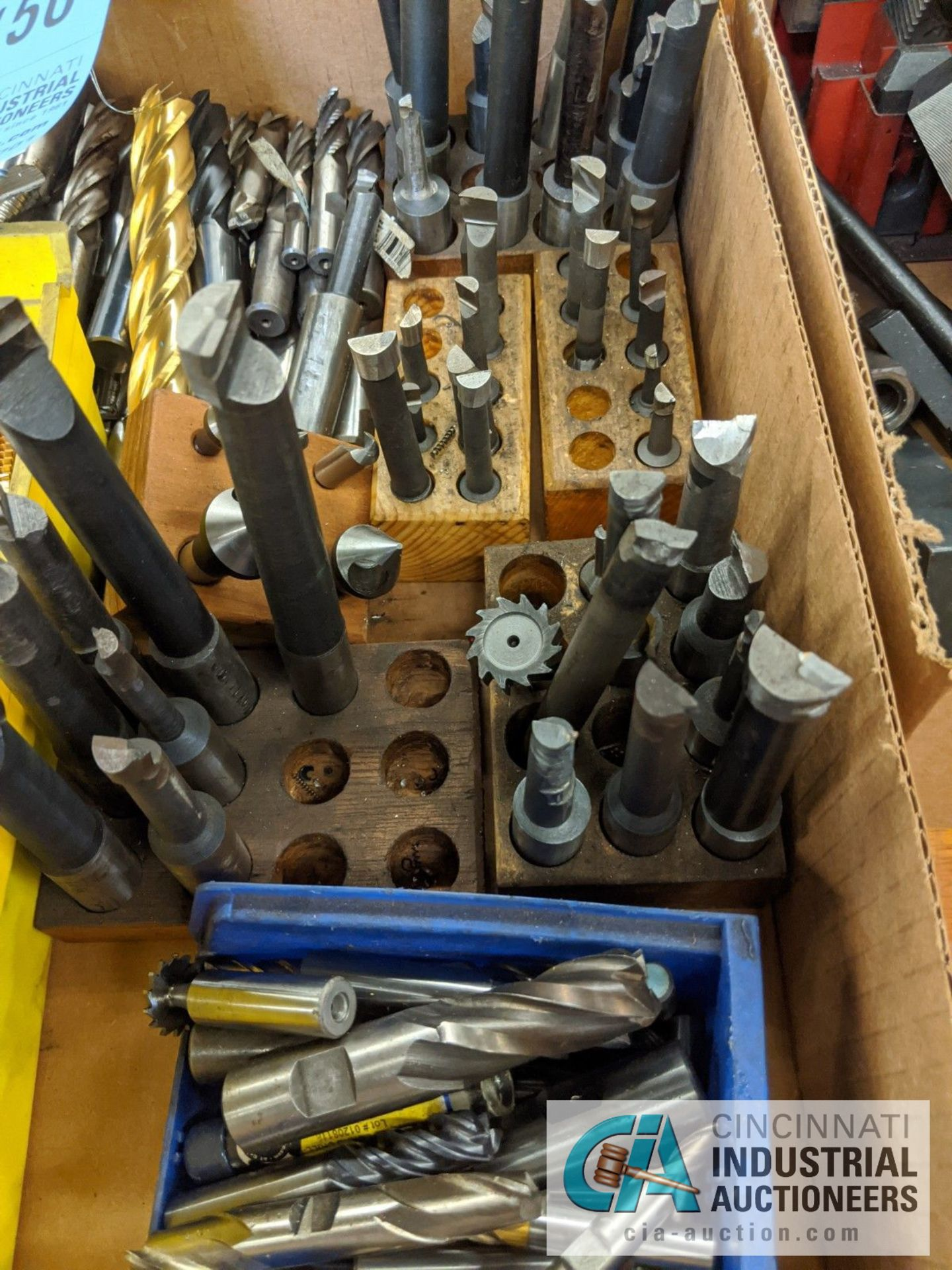 (LOT) BOX OF PERISHABLES; BORING BARS, END MILLS, TAPS, KEY WAY CUTTERS - Image 4 of 5