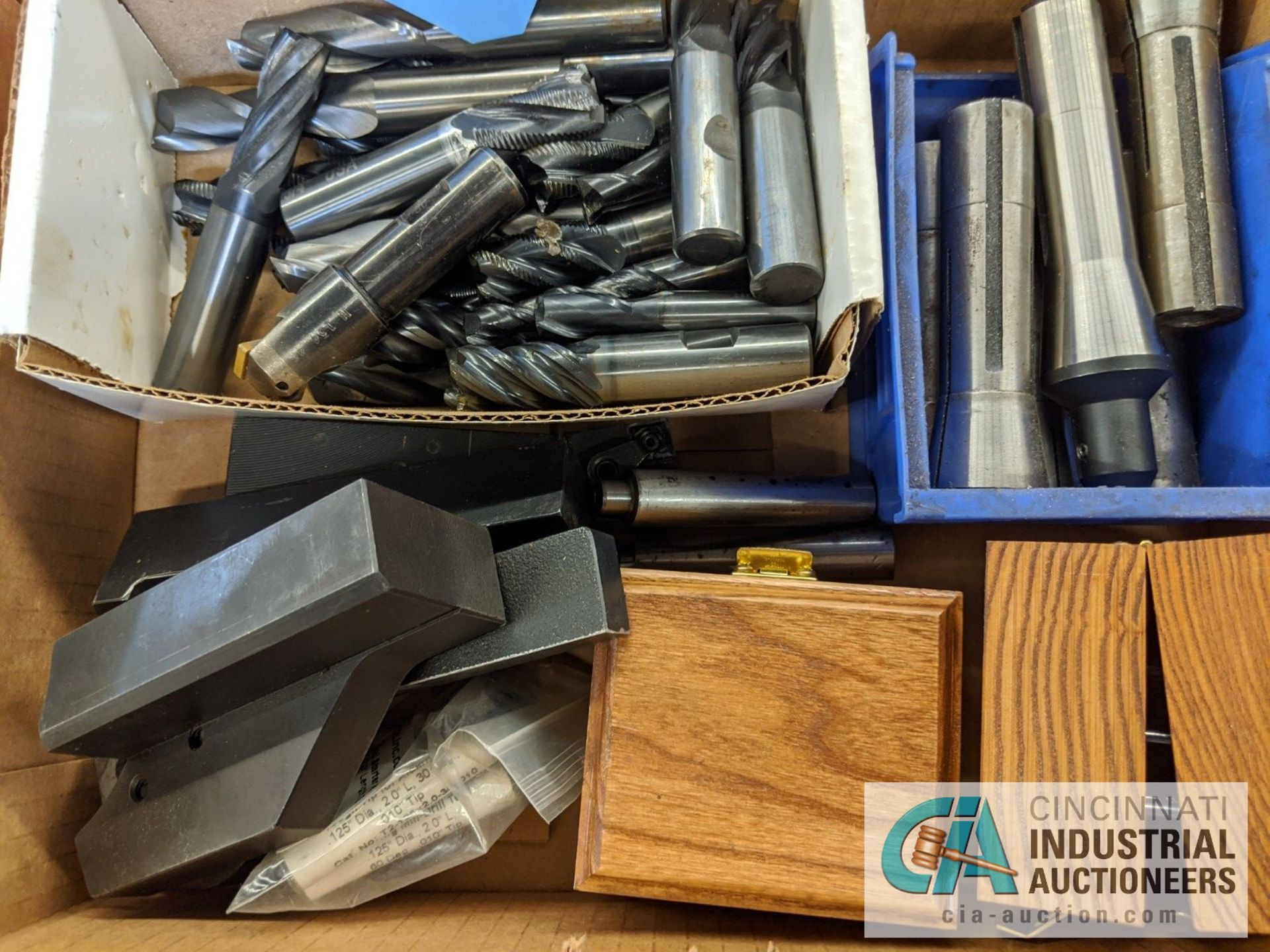 (LOT) LATHE TOOLING, R8 TOOLING, CARBIDE END MILLS - Image 2 of 2