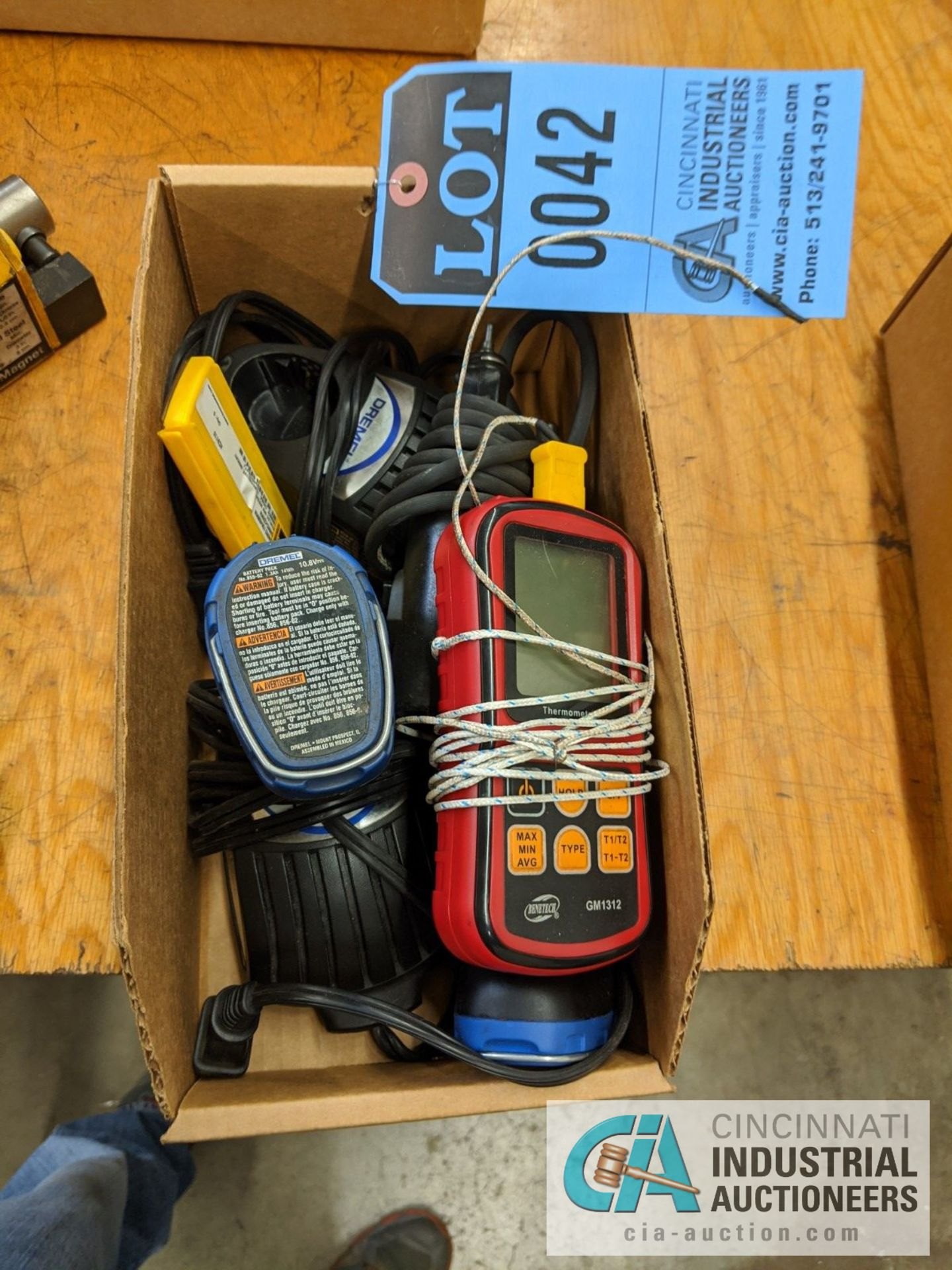 (LOT) DREMEL CORDLESS DIE GRINDER AND BENETECH DIGITAL THEROMETER