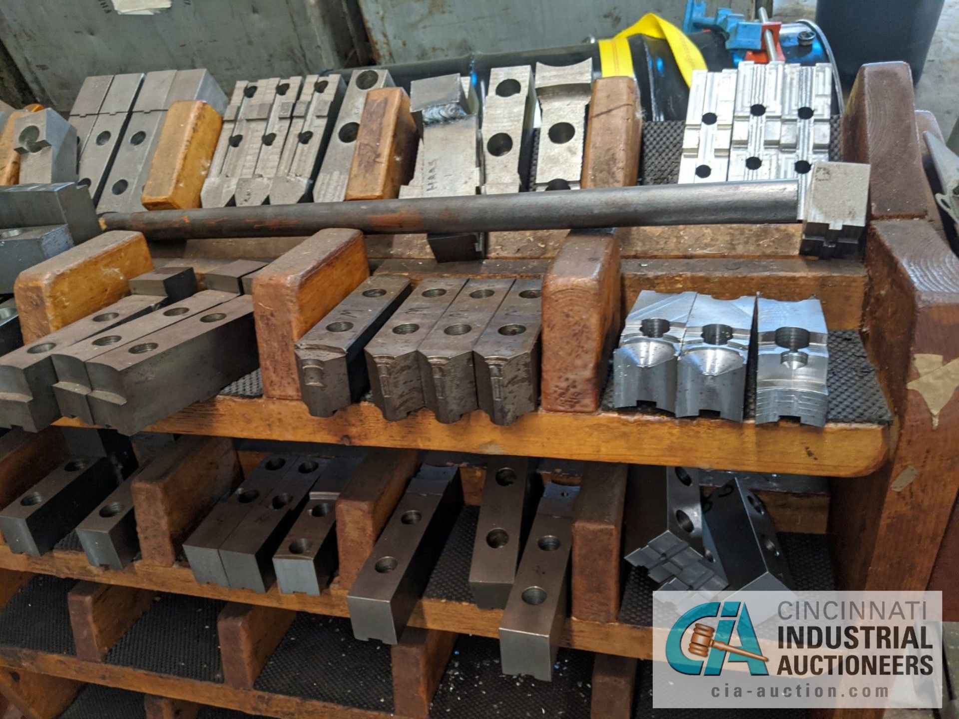 (LOT) RACK WITH CHUCK JAWS - Image 2 of 3