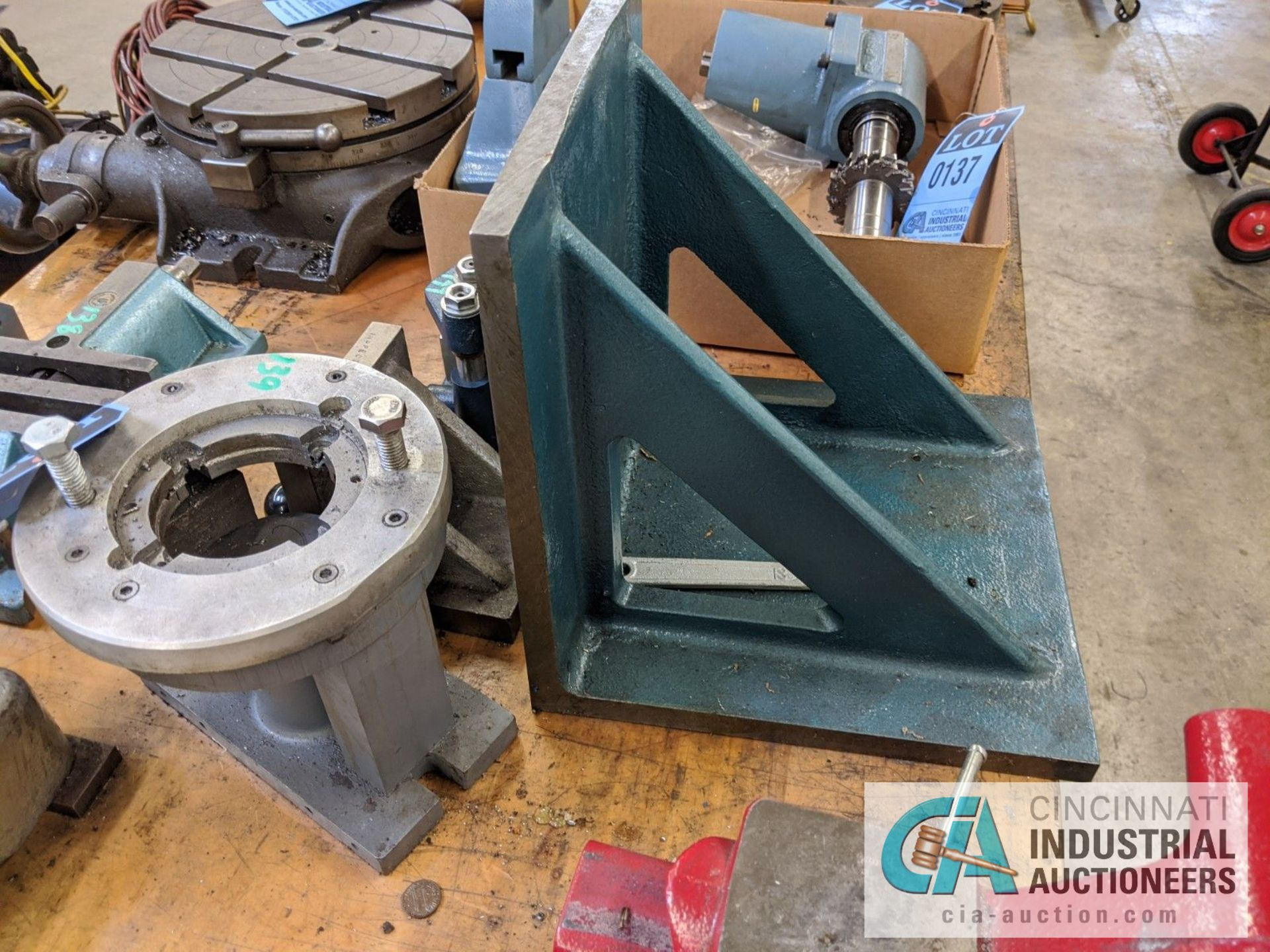 (LOT) ANGLE PLATES, PRESSING FIXTURE, ROTARY FIXTURE - Image 2 of 2
