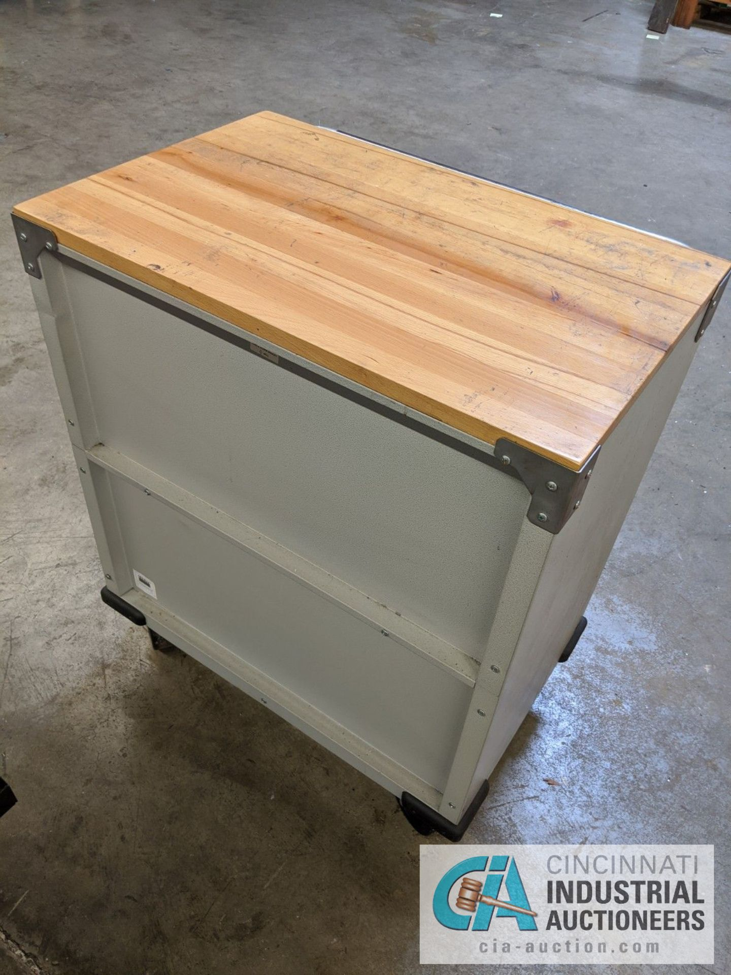 6-DRAWER PORTABLE TOOL BOX WITH CONTENTS - ASSORTED HAND TOOLS, MAPLE TOP - Image 2 of 6