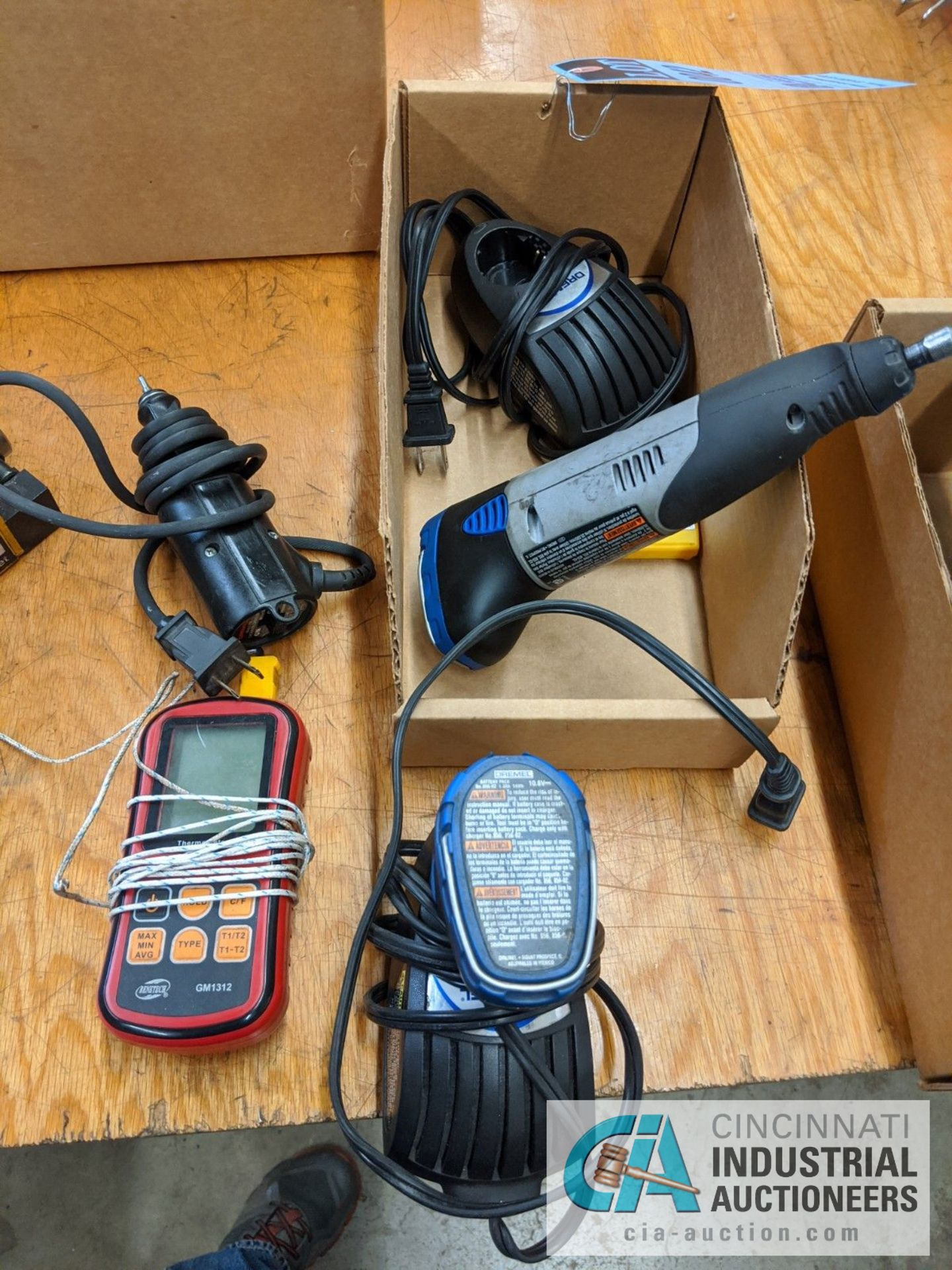 (LOT) DREMEL CORDLESS DIE GRINDER AND BENETECH DIGITAL THEROMETER - Image 2 of 2