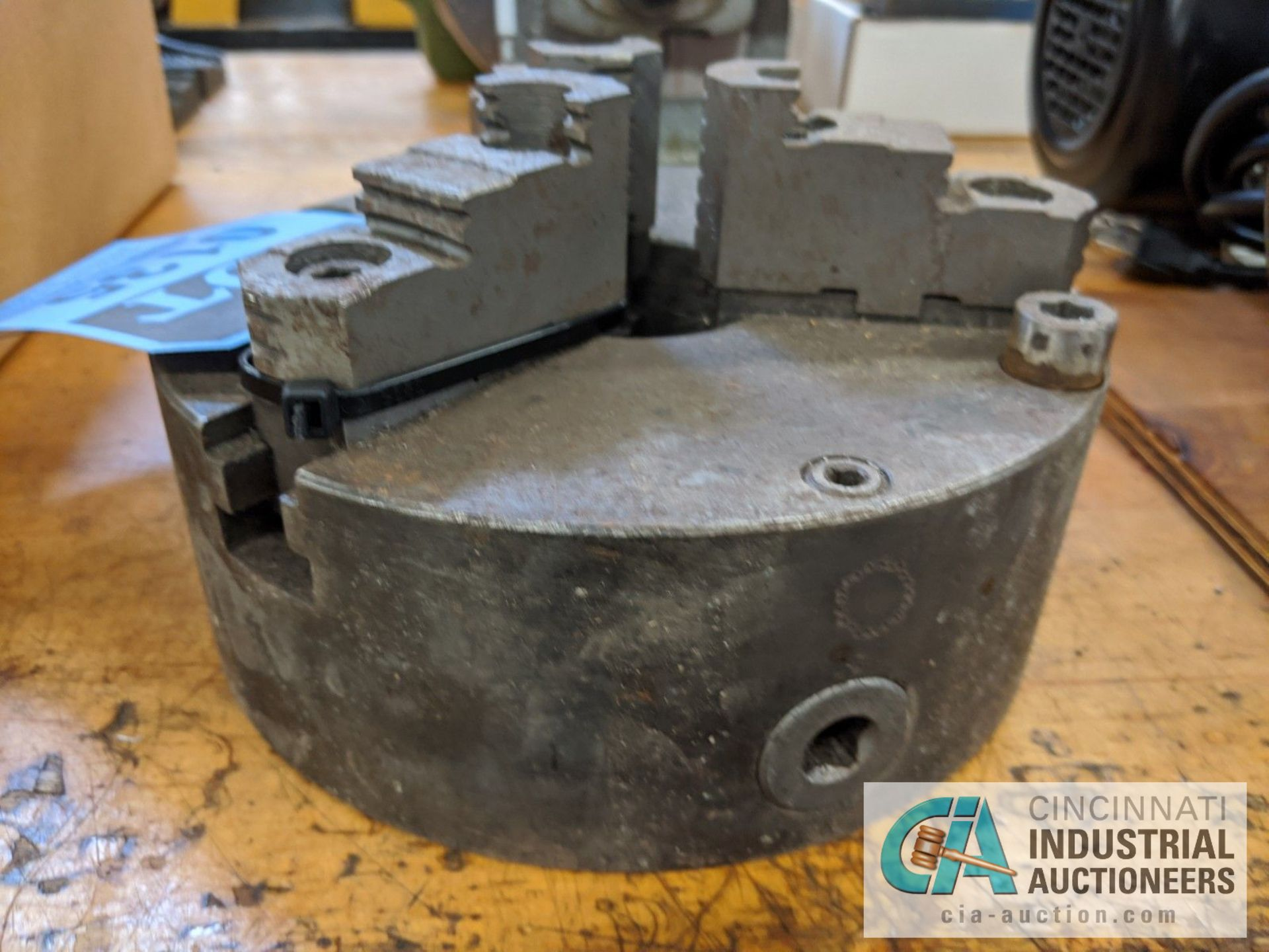 "8"" 3-JAW CHUCK - Image 2 of 2"