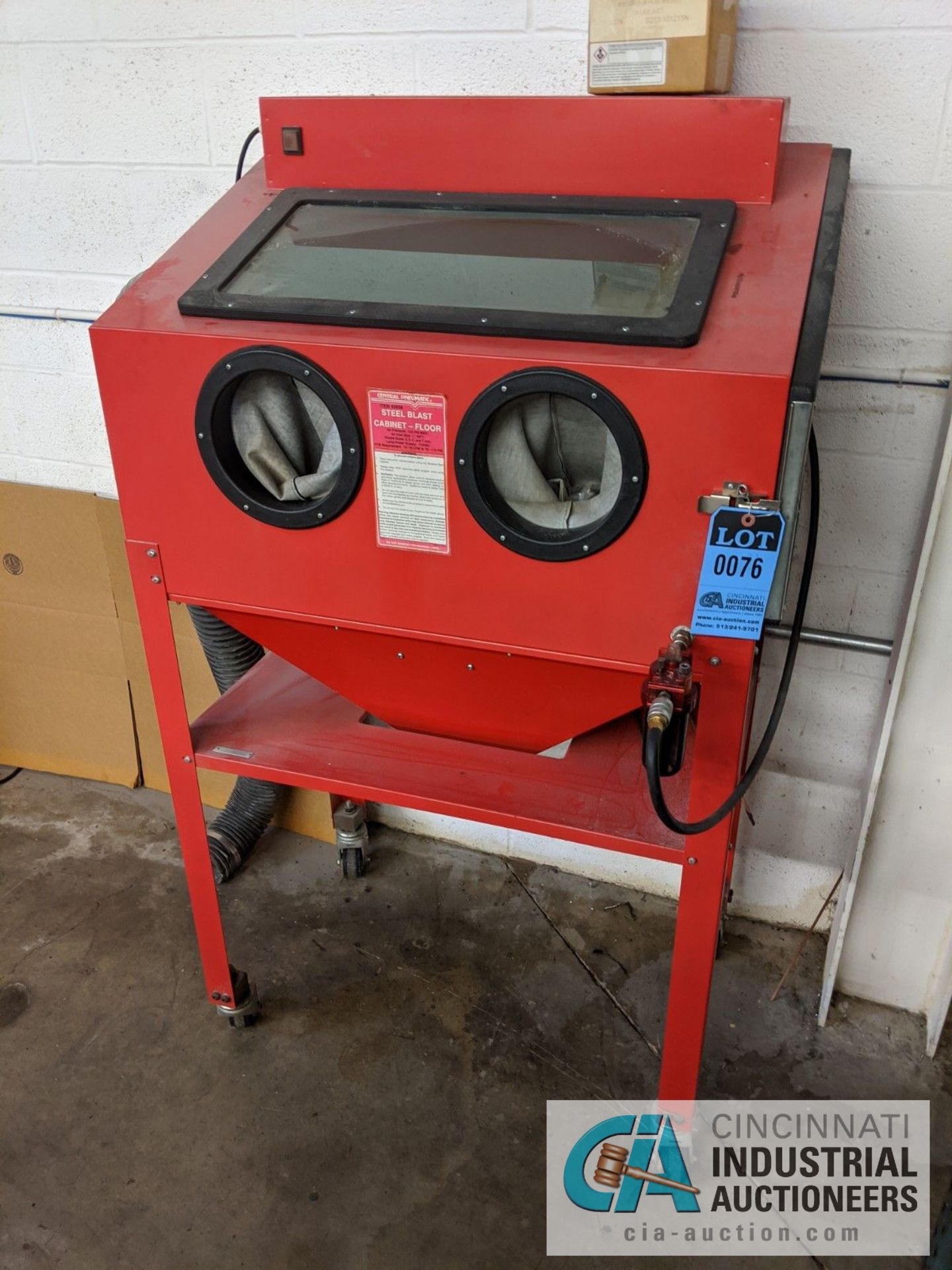 """CENTRAL PNEUMATIC NO. 93608 STEEL BLAST CABINET, 125 PSI MAX, 35"""" LEFT TO RIGHT X 22"""" FRONT TO BACK"""