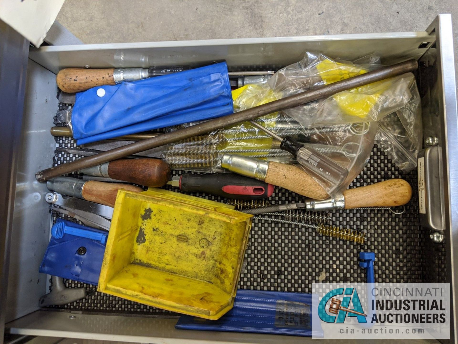5-DRAWER PORTABLE BOX WITH CONTENTS - ASSORTED HAND TOOLS, MAPLE TOP - Image 5 of 7