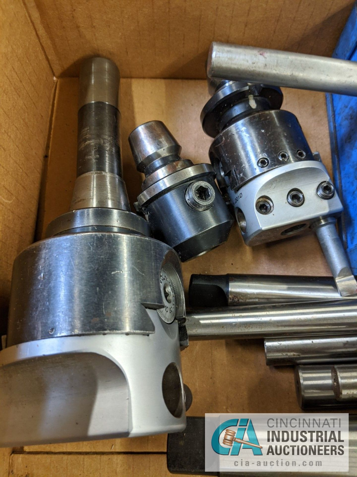(LOT) BOX OF TOOLING; REAMERS, DRILL CHUCKS, LIVE CENTERS, ADJUSTABLE BORING HEADS - Image 3 of 4