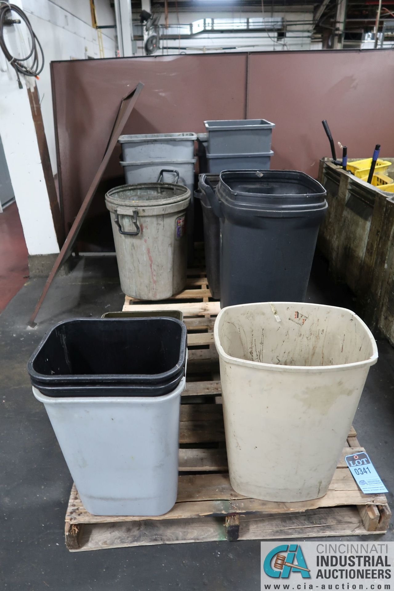 SKIDS MISCELLANEOUS TRASH CANS