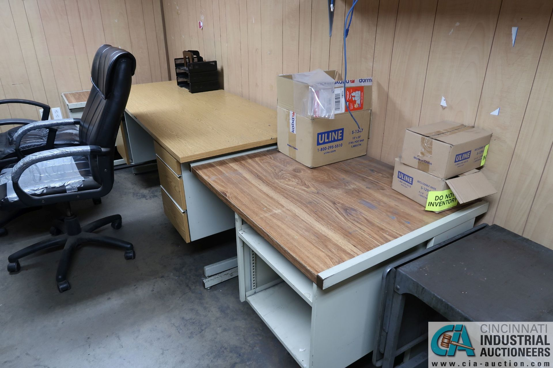 (LOT) DESKS, CHAIRS AND FILE CABINETS **NO AC UNIT** - Image 2 of 3