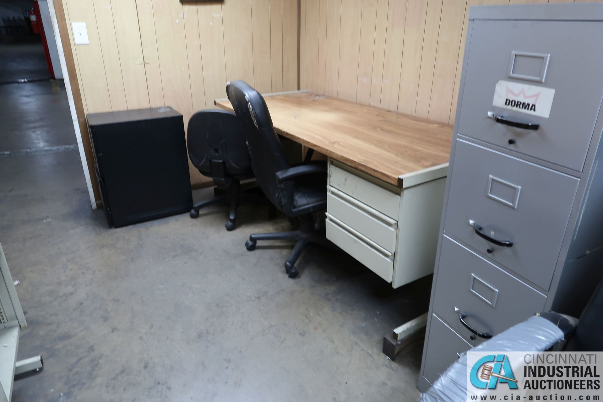 (LOT) DESKS, CHAIRS AND FILE CABINETS **NO AC UNIT** - Image 3 of 3
