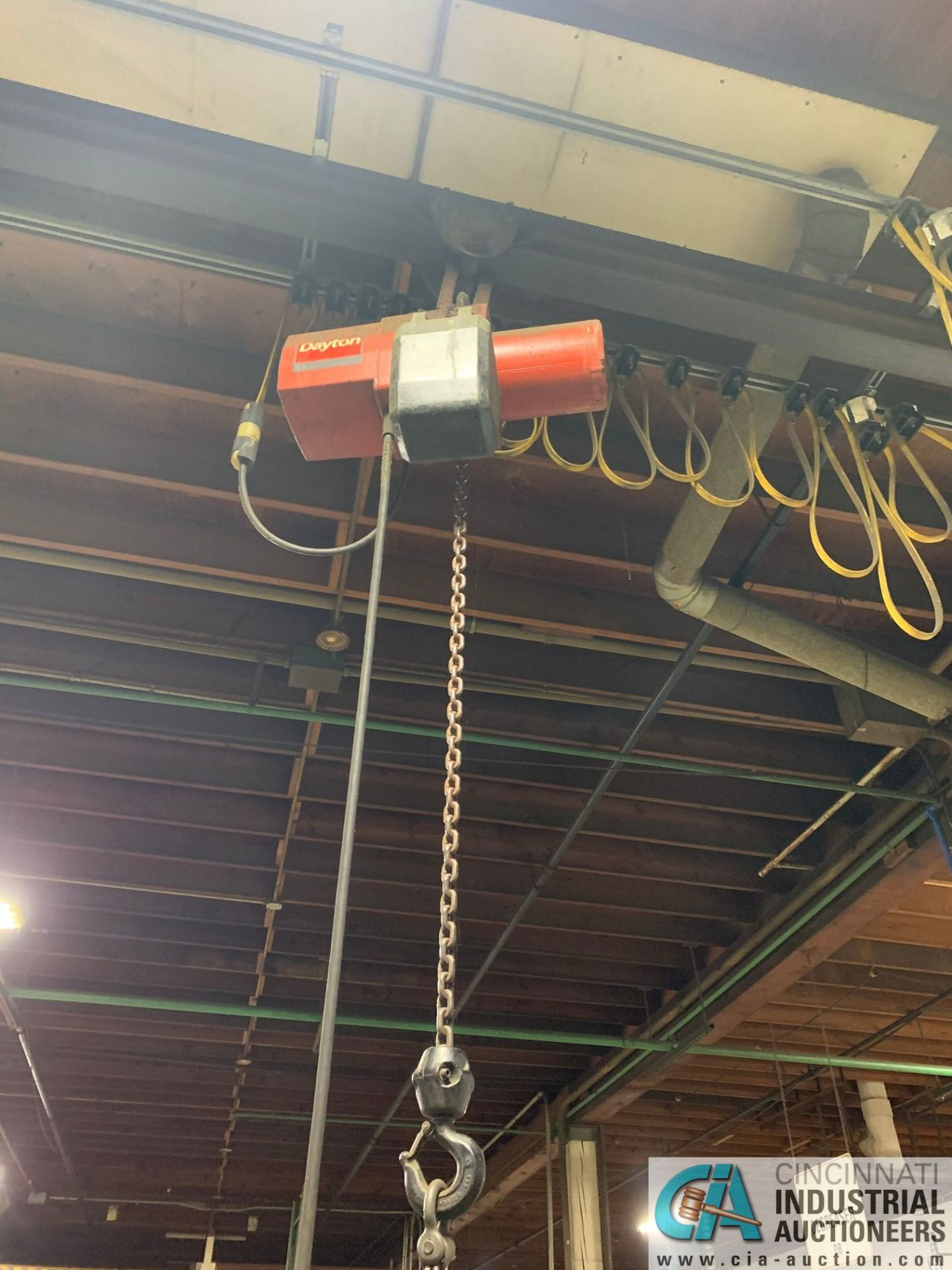 1/2 HP DAYTON PENDANT CONTROL CHAIN HOIST WITH TROLLEY - Image 3 of 3