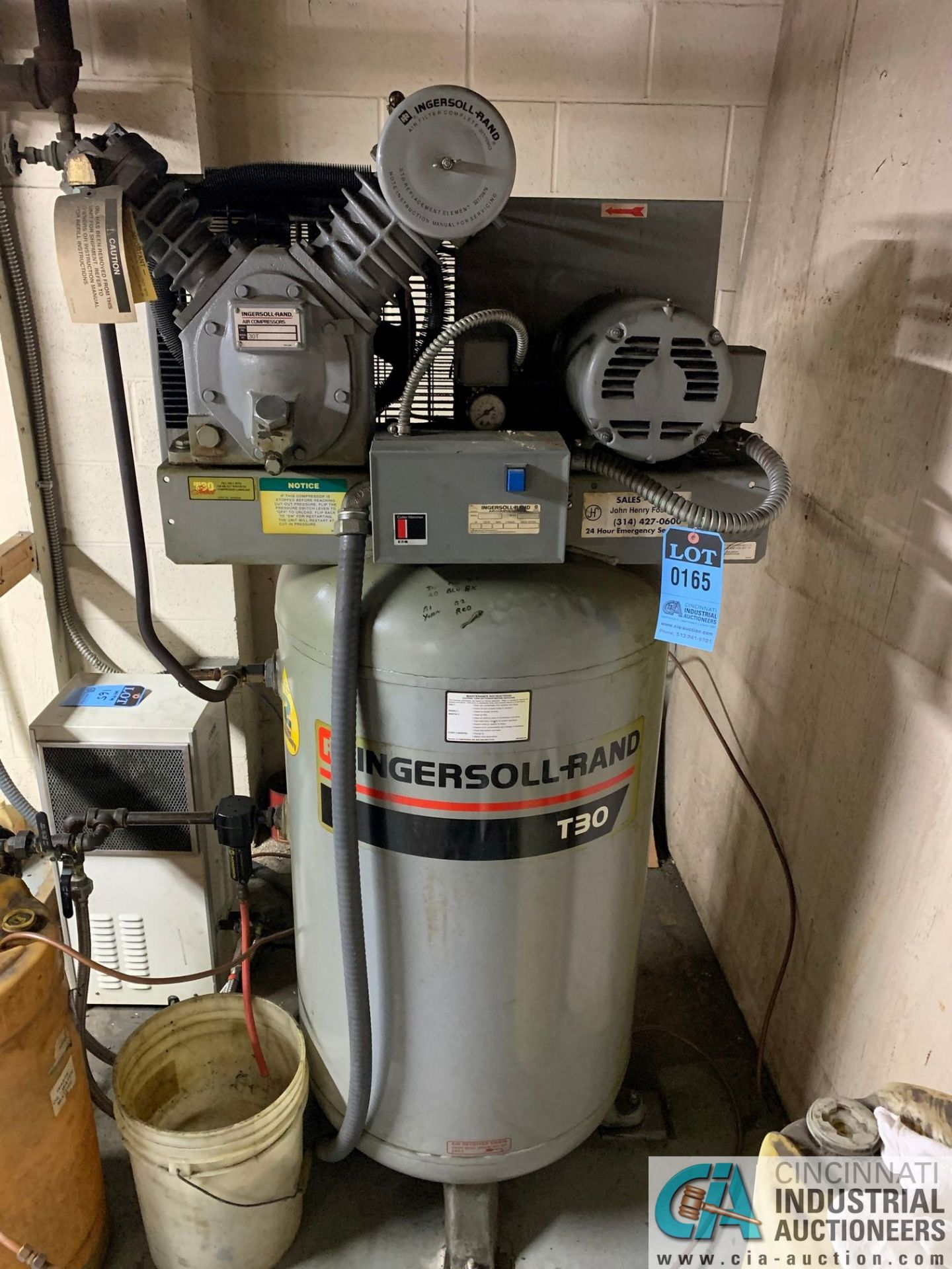 7.5 HP INGERSOLL-RAND MODEL 2475N7.5230 VERTICAL TANK AIR COMPRESSOR, WITH CURTIS MODEL CHT35 - Image 2 of 6