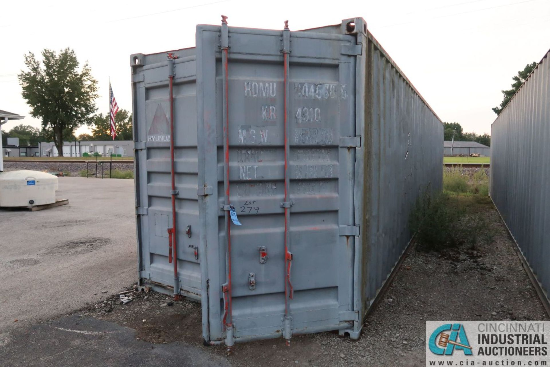40' SHIPPING CONTAINER - Image 2 of 4