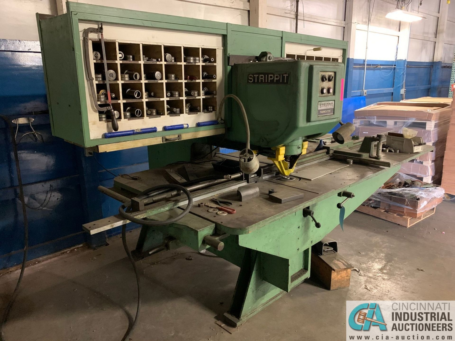 30 TON STRIPPIT FABRICATOR CUSTOM 30/30 SINGLE END PUNCH WITH TOOLING - Image 2 of 9