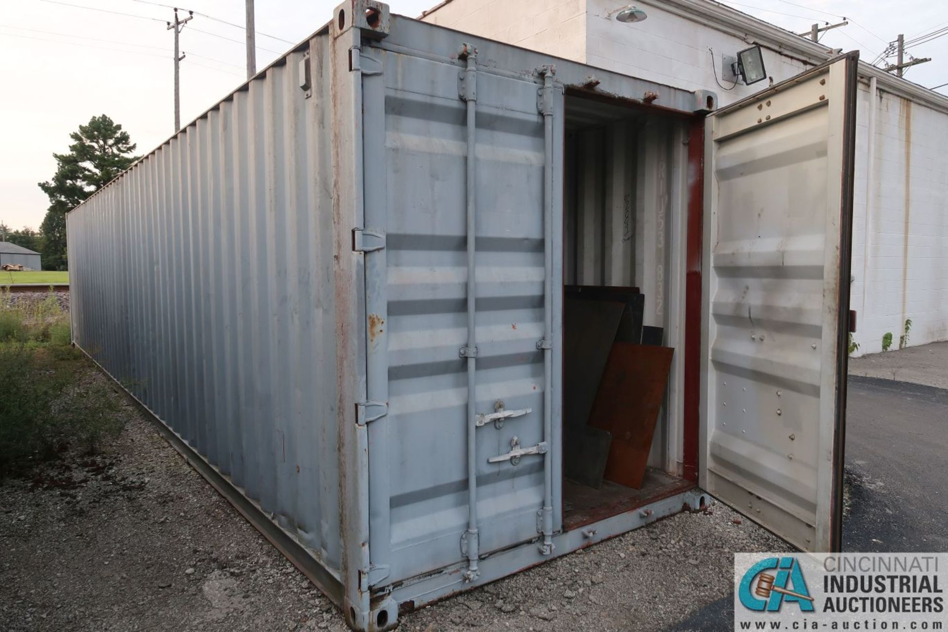 40' SHIPPING CONTAINER **DELAYED REMOVAL - PICKUP 10-9-2020** - Image 2 of 3