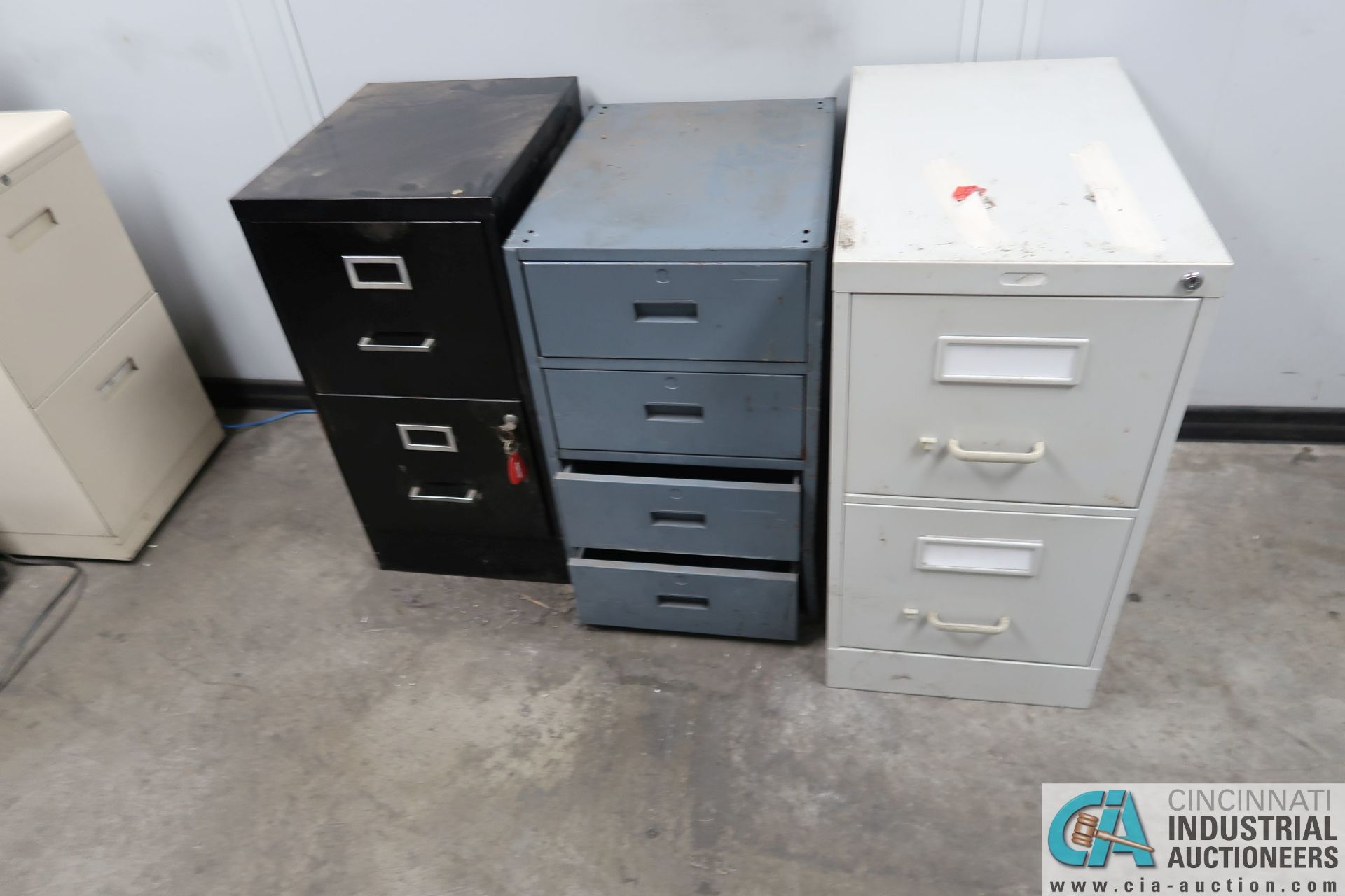 (LOT) FILE CABINETS AND CHAIRS IN SHIPPING RECIEVING OFFICE **NO AC UNIT** - Image 2 of 3