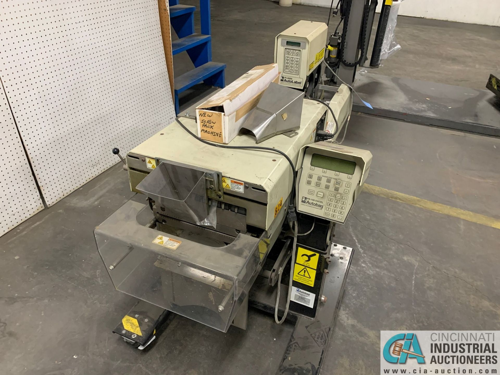 AUTOBAG MODEL HS-100 EXCEL POLY BAGGING MACHINE; S/N 2072896019, WITH P1-4000 AUTO LABEL MACHINE ( - Image 2 of 7