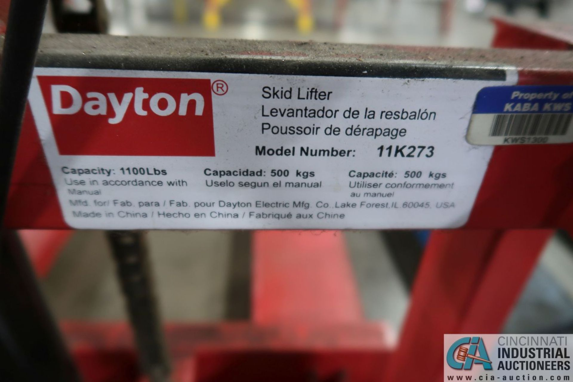 1,100 LB. CAPACITY DAYTON MODEL 11K273 SKID LIFTER - Image 3 of 3