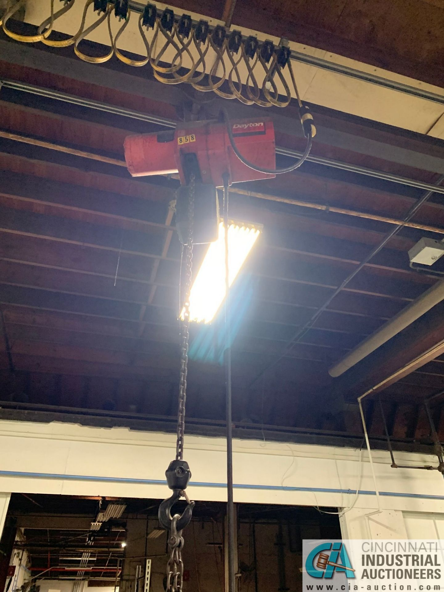 1/2 HP DAYTON PENDANT CONTROL CHAIN HOIST WITH TROLLEY