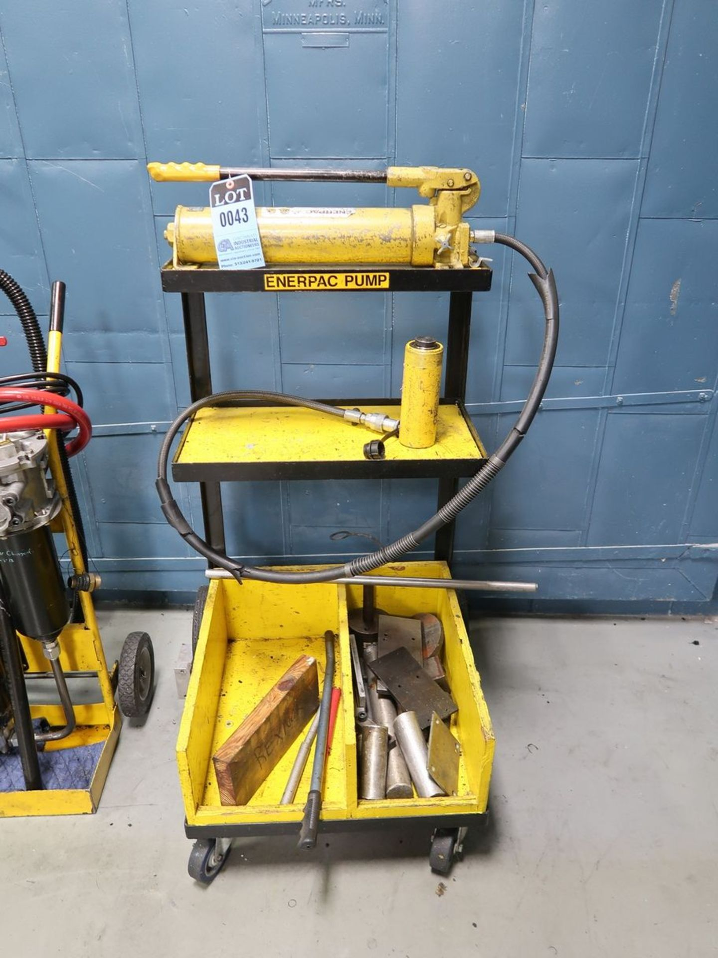 ENERPAC P-80 HYDRAULIC HAND PUMP WITH 15 TON HYDRAULIC JACK AND CART