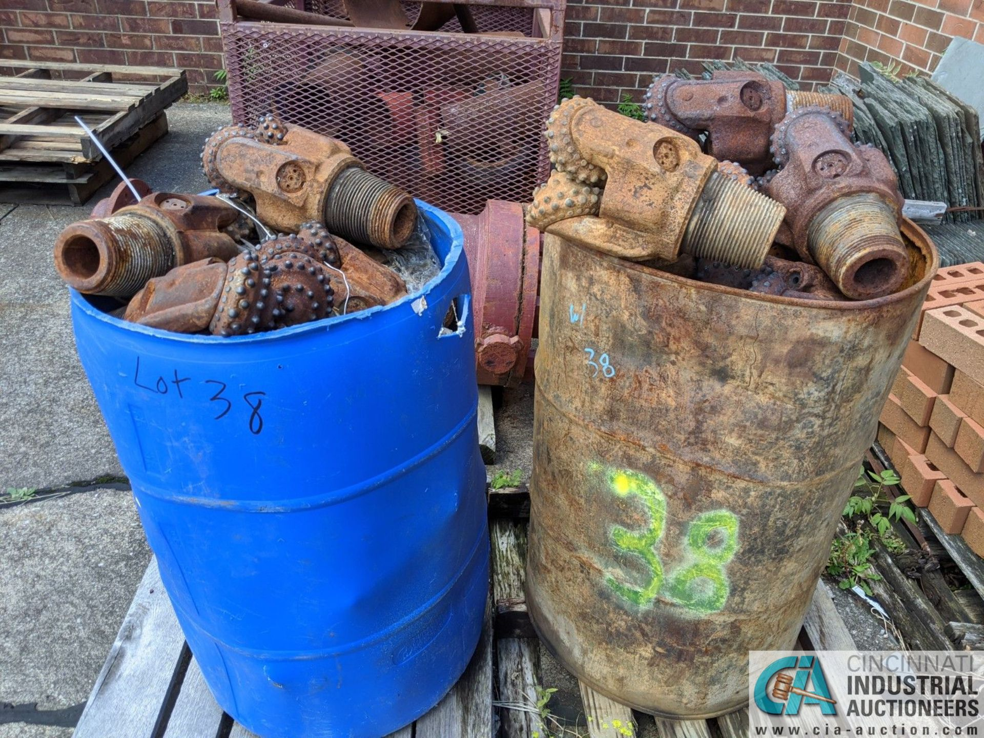 (LOT) USED OIL DRILL BITS ON (2) DRUMS & (2) STEEL CRATES W/ PIPE CAT-OFFS (8635 East Ave., - Image 2 of 5