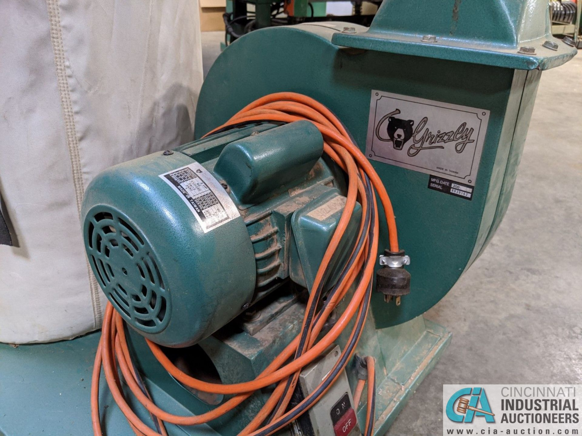 2-HP GRIZZLY PORTABLE DUST COLLECTOR (8635 East Ave., Mentor, OH 44060 - John Magnasum: 440-667- - Image 4 of 5