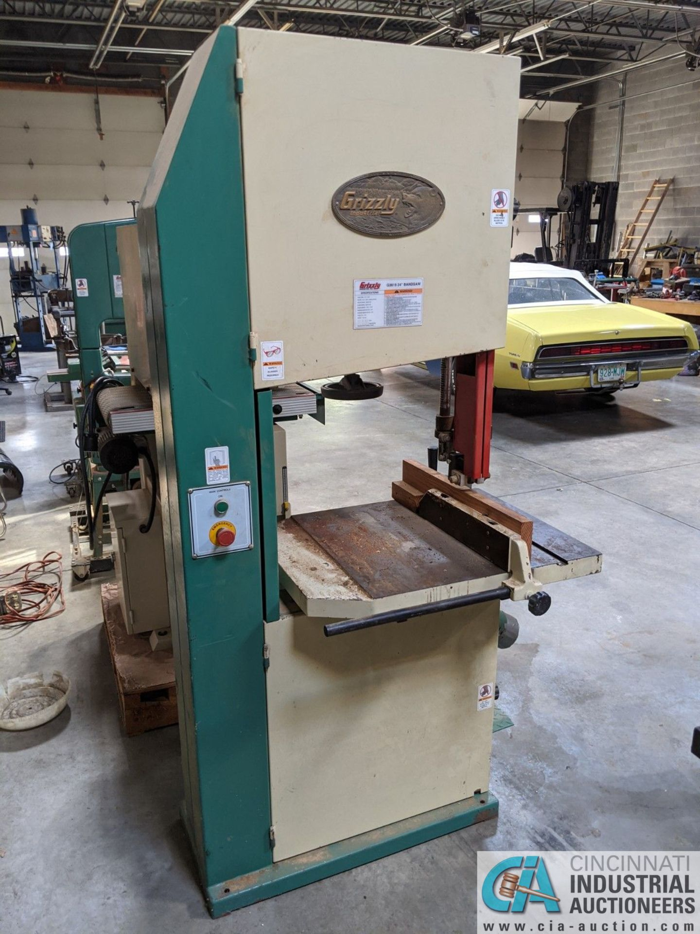 "12"" GRIZZLY MODEL G3619 VERTICAL BAND SAW; S/N 08146, 3-1/2"" X 23-3/4"" TABLE, 5-HP, SINGLE PHASE ( - Image 2 of 6"