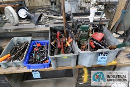 (LOT) MISCELLANEOUS HAND TOOLS, TOOLMAKER LIGHTS AND ELECTROLUX VACUUM