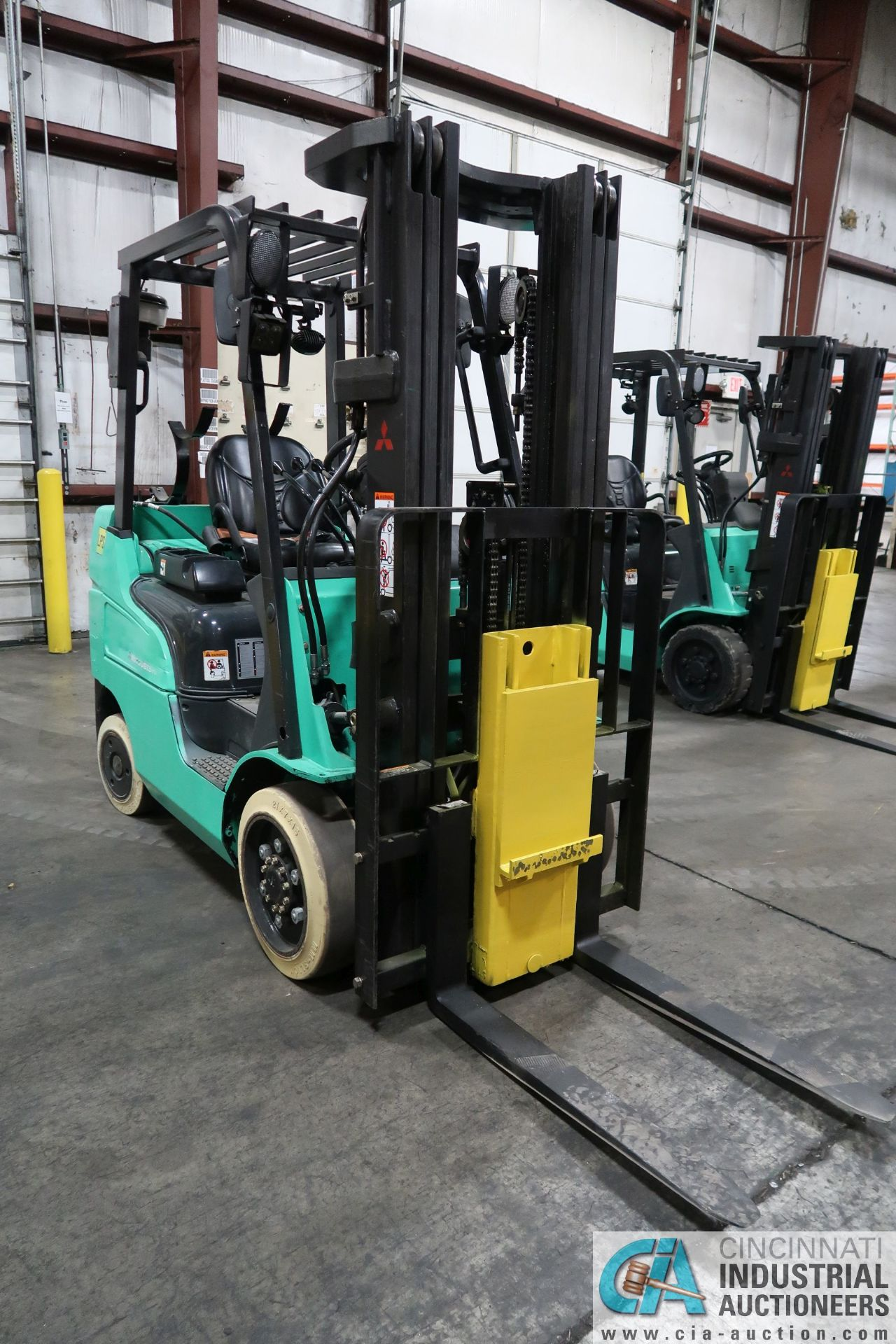 4,000 LB. MITSUBISHI MODEL FGC25N LP GAS CUSHION TIRE LIFT TRUCK; S/N AF82F41998, 3-STAGE MAST, - Image 2 of 7
