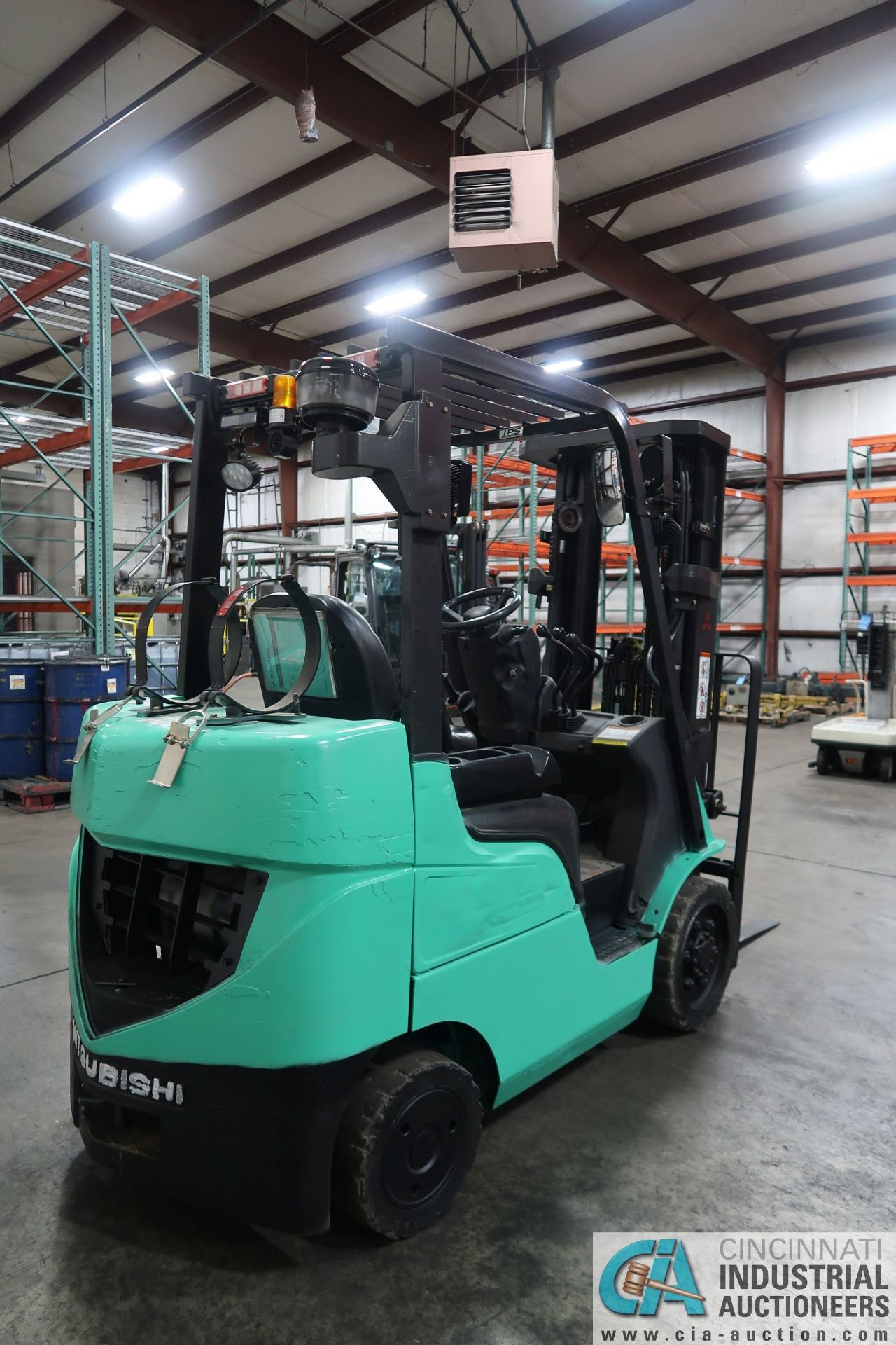 4,000 LB. MITSUBISHI MODEL FGC25N LP GAS SOLID PNEUMATIC TIRE LIFT TRUCK; S/N AF82F42088, 3-STAGE - Image 3 of 8