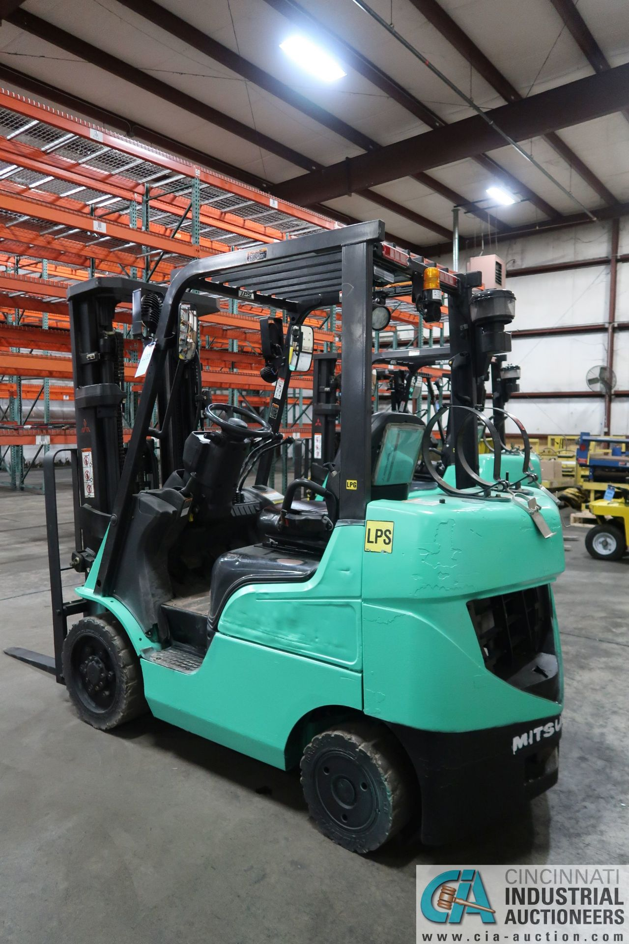 4,000 LB. MITSUBISHI MODEL FGC25N LP GAS SOLID PNEUMATIC TIRE LIFT TRUCK; S/N AF82F42088, 3-STAGE - Image 4 of 8